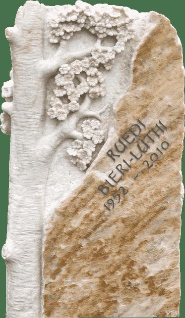 Grabstein aus Crevola Krustenmarmor mit Baumstamm und Kirschblüten