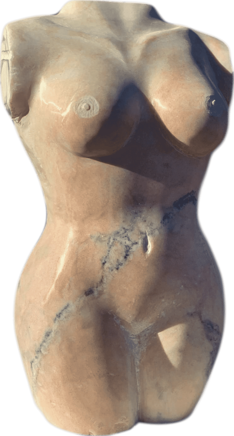Büste eines Frauenkörpers. Der Torso wurde in Estremoz Quarzit von Hand gehauen
