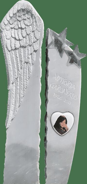 Grabstein aus Kaplan Marmor, Engelsflügel und Glassterne