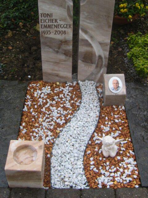 Grabgestaltung mit Edelstahl, sowie weissem und beigem Kies