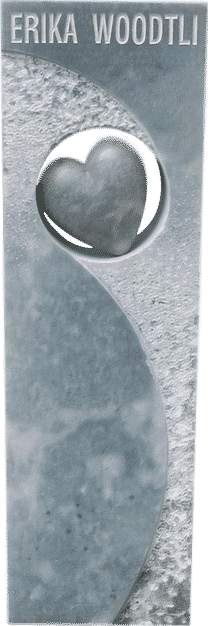 Grabstein mit Durchbruch und einem Steinherz aus Kaplan Marmor