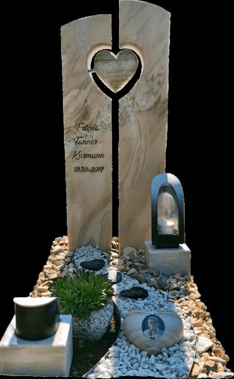 zweiteiliger Grabstein aus Crevola Marmor mit einem Steinherz