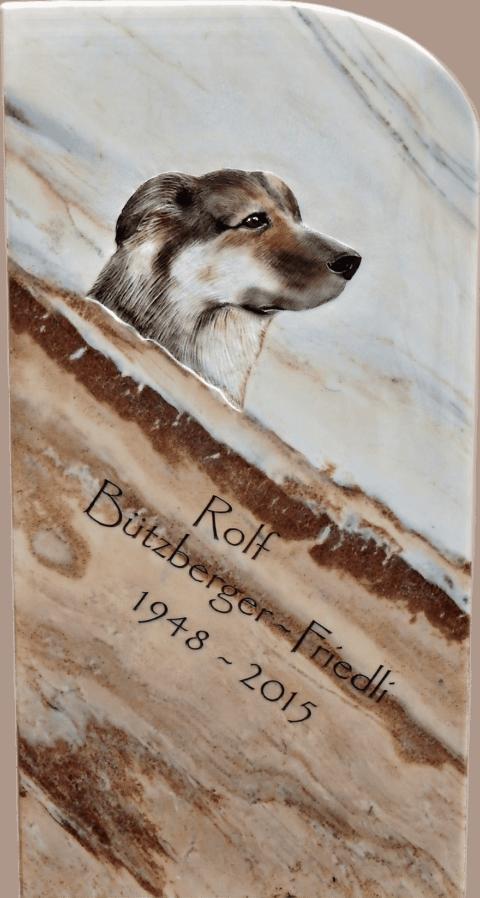 Grabstein aus Crevola Marmor mit Hund als Flachrelief