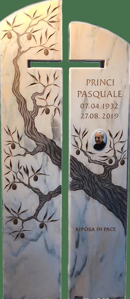 Zweiteiliger Grabstein aus Estremoz mit Kreuzausschnitt und Olivenbaum als Reliefgravur.