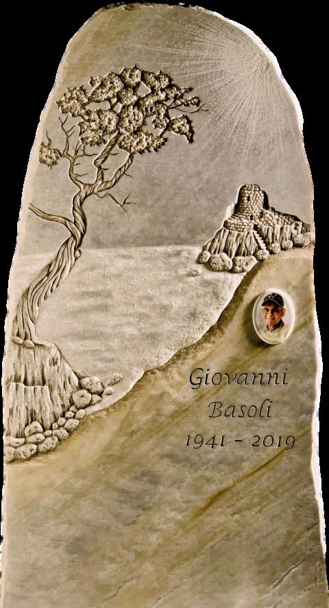 Grabstein aus Azul Macauba mit Olivenbaum, Sandstrand, Meer und Burg als Reliefgravur