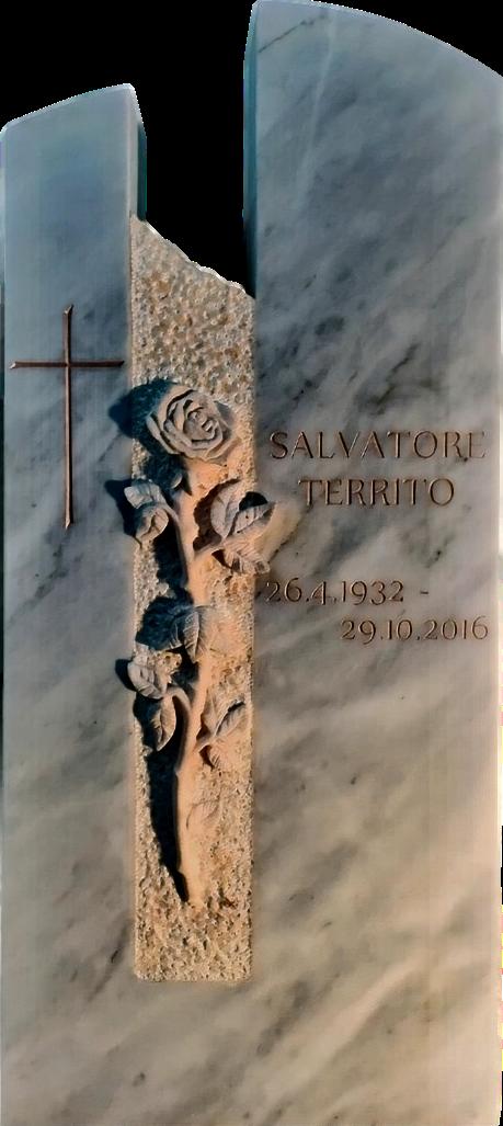 Grabstein aus geschliffenem Kaplan Marmor mit einer Kreuzgravur und einem Rosenrelief aus Estremoz.