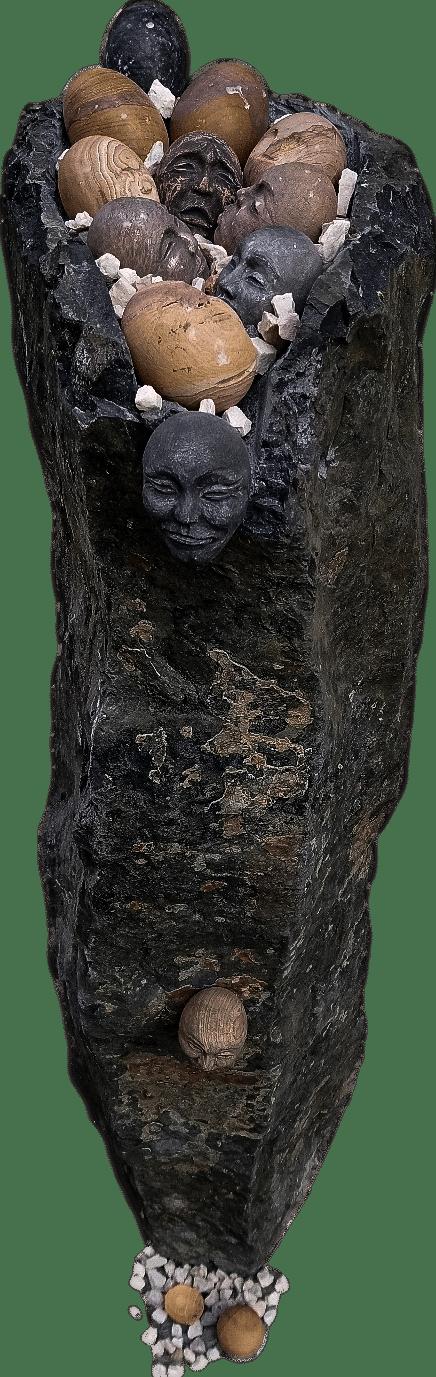 Skulptur aus Basalt, Kunst mit Eierköpfen