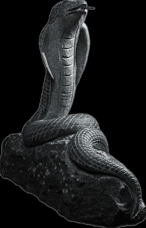Skulptur aus Naturstein in Form einer Schlange